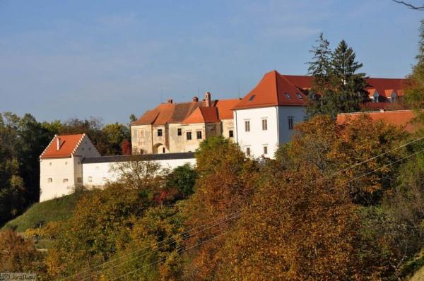 Die Burg von Negova mit Kräuterpark
